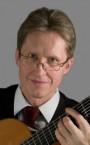 Лучший репетитор по игре на гитаре - преподаватель Владимир Александрович.