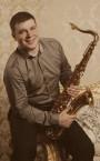 Сильный репетитор по игре на саксофоне (Денис Андреевич) - недорого для всех категорий учеников.