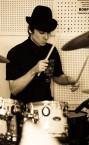 Сильный репетитор по игре на ударных (Дмитрий Анатольевич) - недорого для всех категорий учеников.
