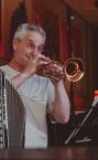 Сильный репетитор по игре на трубе - преподаватель Александр Георгиевич.
