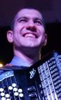 Лучший репетитор по игре на аккордеоне, баяне - преподаватель Максим Романович.